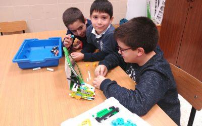 Los alumnos de Robótica Educativa disfrutan creando sus propios robots
