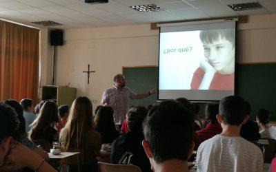 Los alumnos y alumnas de 2º de la ESO asisten a charlas para la Prevención de Drogodependencias